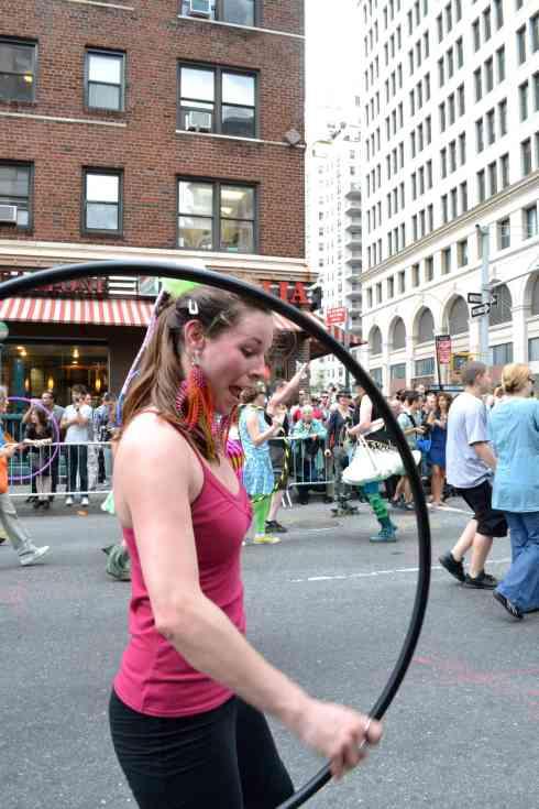 The hula hoop woman