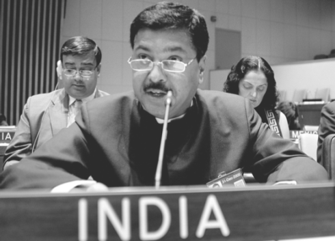 Bibek Maitra, back left, presents to the U.N. with Pramod Mahajan, the deputy leader of the Indian U.N. delegation that recently visited New York.