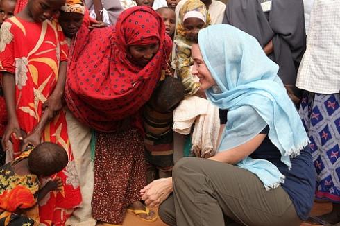 Oxfam Ambassador Kristin Davis visits Dadaab refugee camp